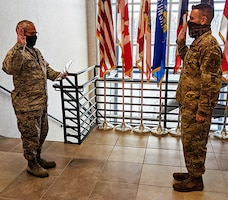 McCormick reenlists in the ANG