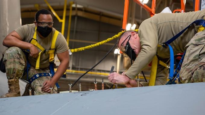 Dover reservists help repair refueler at Niagara