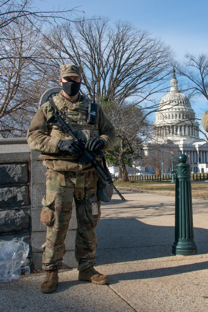 429th BSB Soldier stand guard in Washington, D.C.