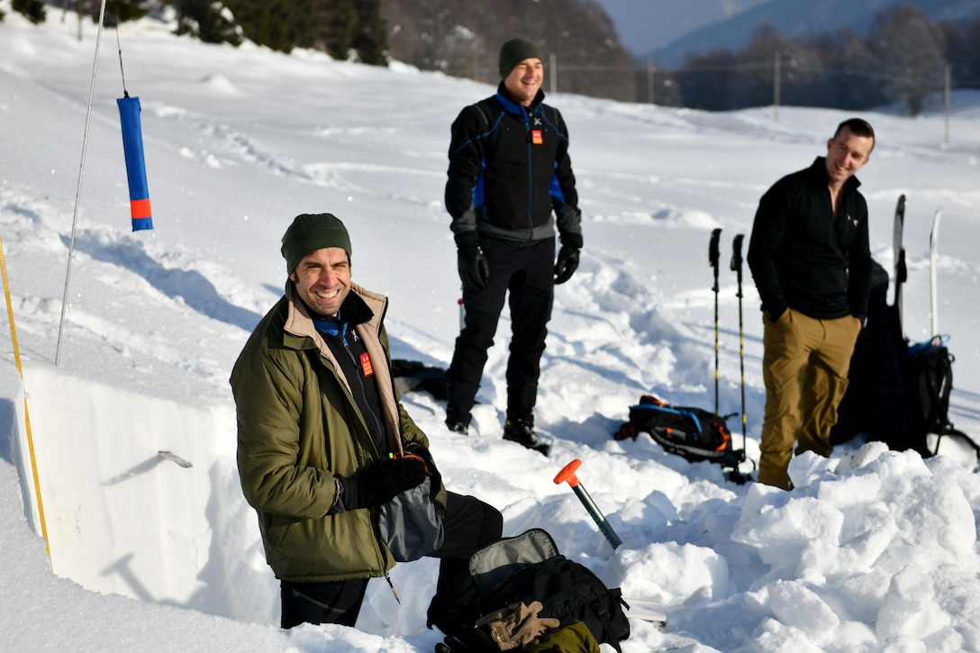Italian air force Primo Luogotenente Stefano B., left, 15th Wing, 81st Search and Rescue Training Center instructor, speaks to U.S. Airmen assigned to the 31st Fighter Wing at Aviano Air Base, Italy, during an avalanche theory class at Piancavallo, Italy, Jan. 20, 2021. The class covered topics such as snow composition, building snow shelters, and indicators for avalanches. (U.S. Air Force photo by Staff Sgt. K. Tucker Owen)