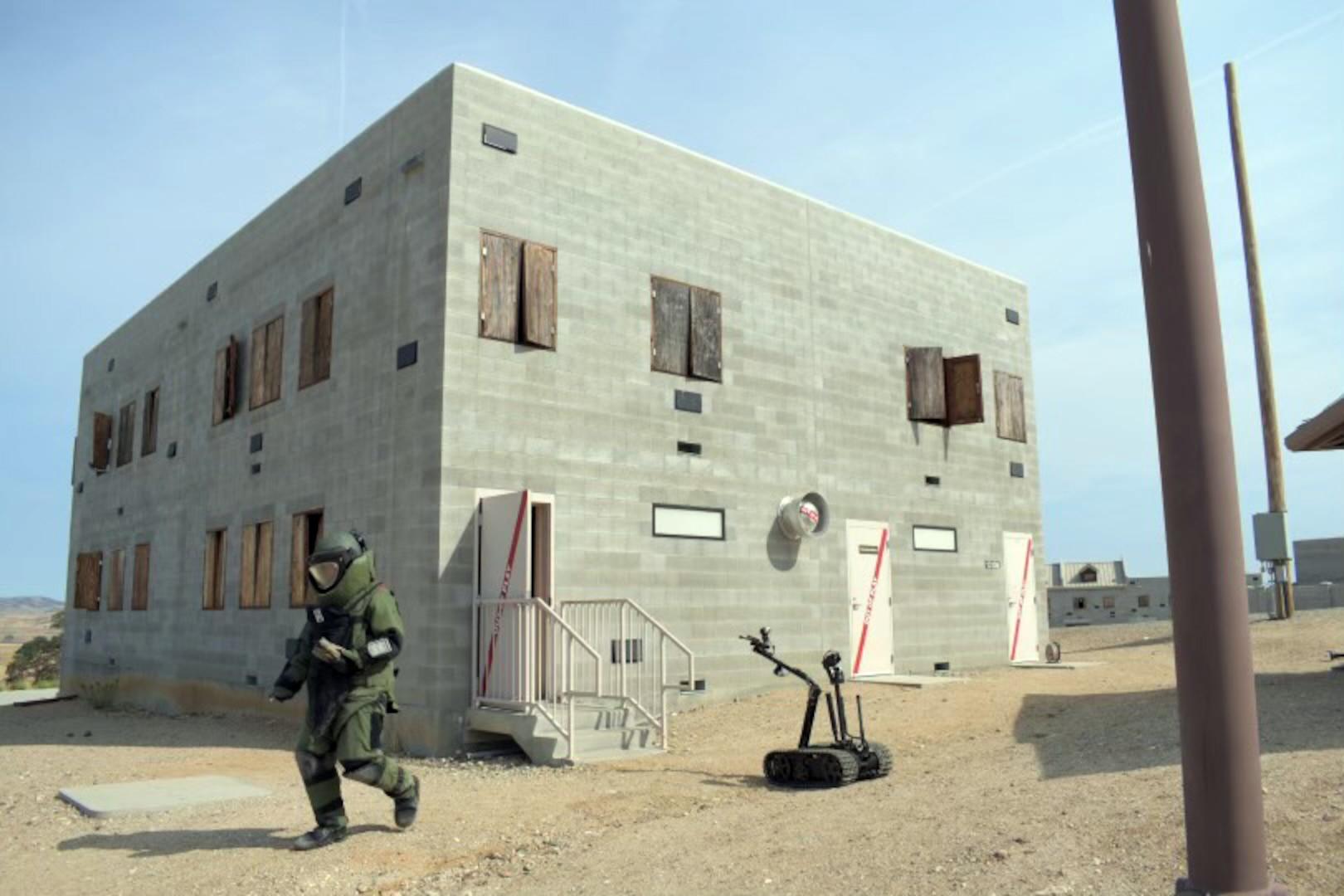 A Washington National Guardsman participates in an explosive ordnance disposal exercise on June 18, 2021, at Camp Roberts, Calif.