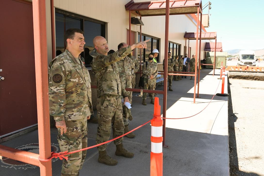 Lt Gen Loh observes construction