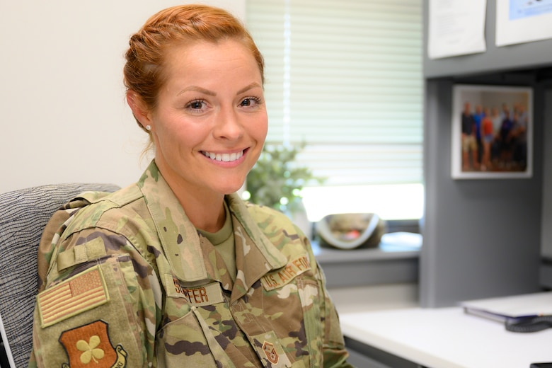 Photo of smiling Airman.