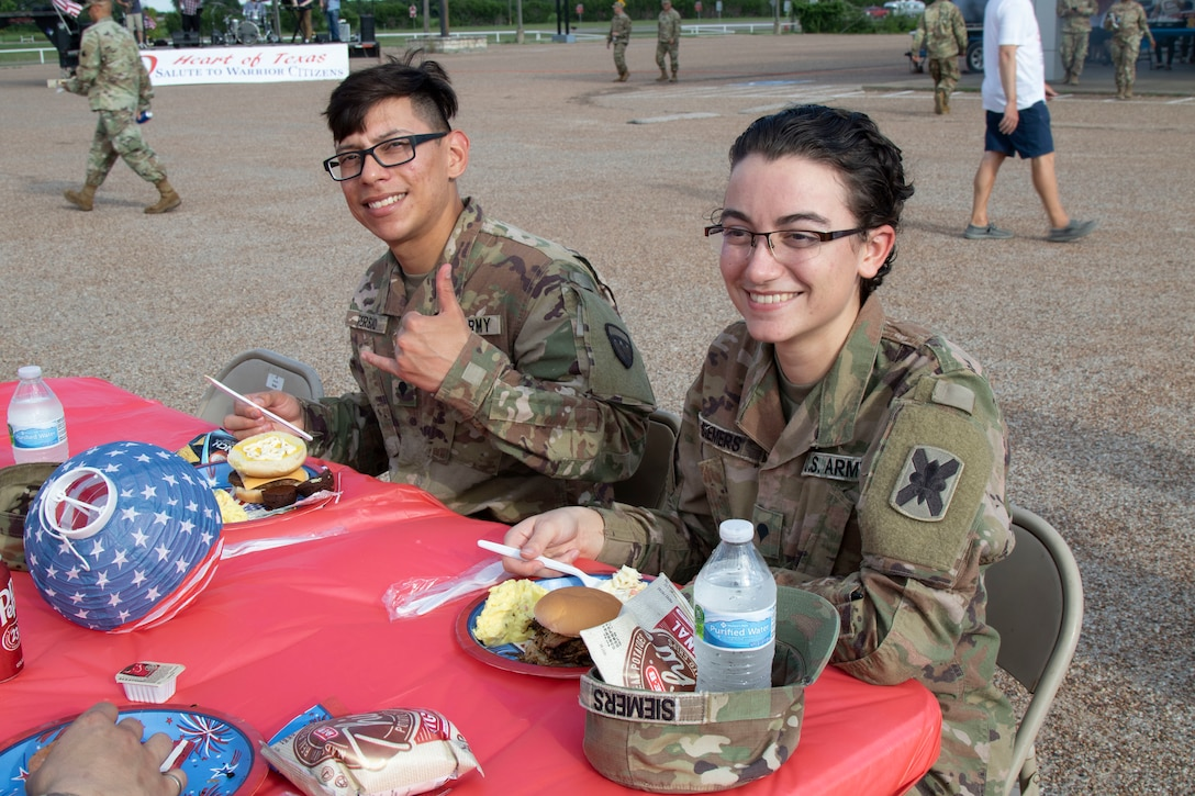 Gatesville, Texas, extends hospitality to Soldiers about to deploy