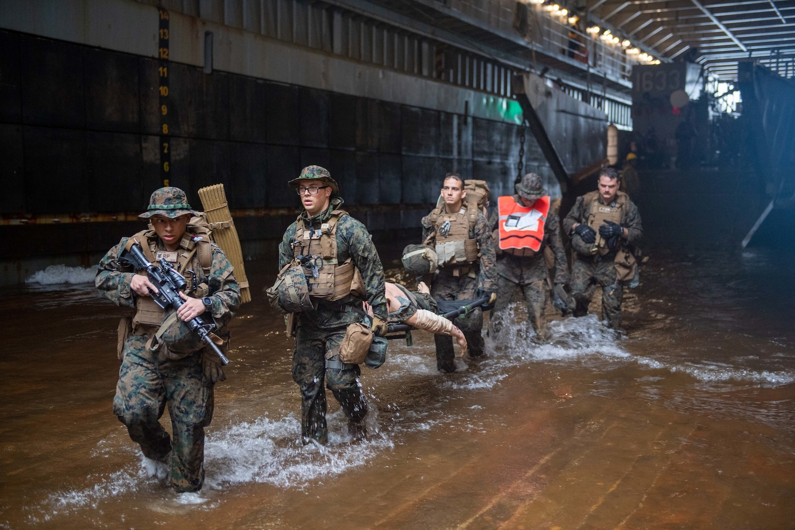 America ARG-31st MEU team implements waterborne ambulance during exercise