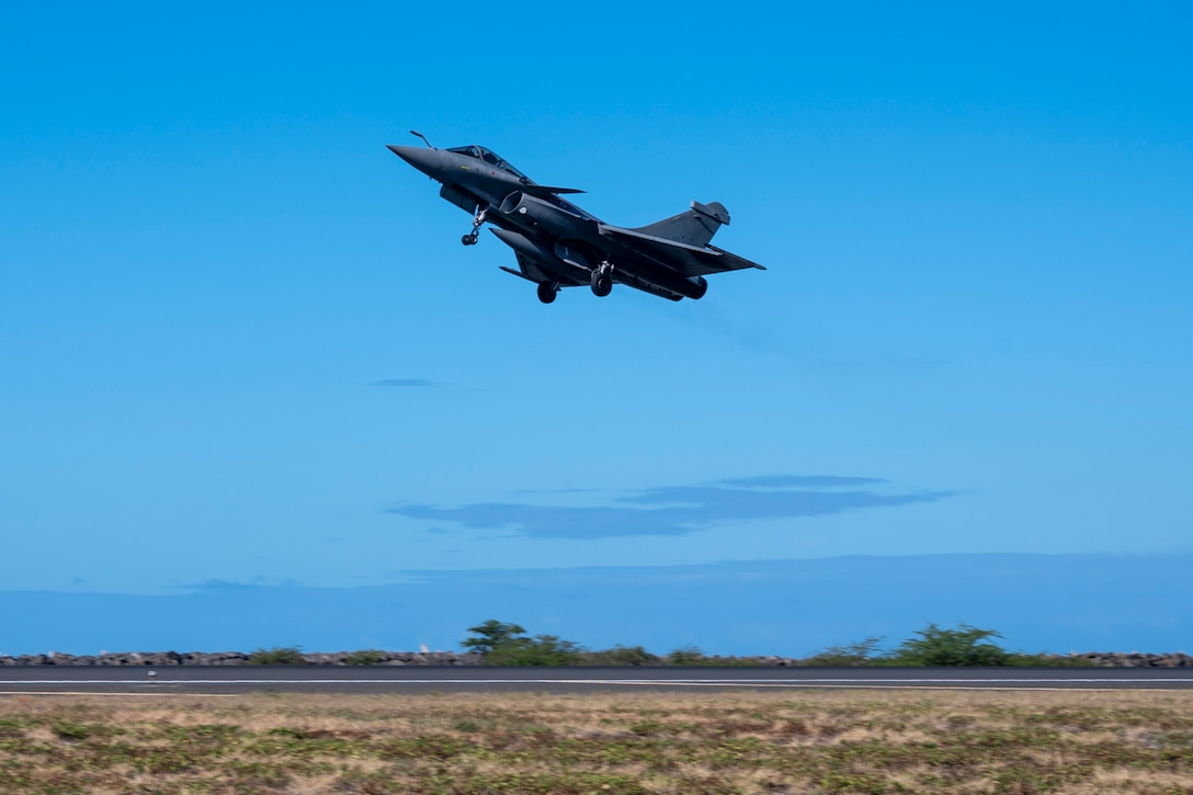 A French Air and Space Force F3-R Rafale takes-off at Honolulu International Airport, Hawaii, June 29, 2021.