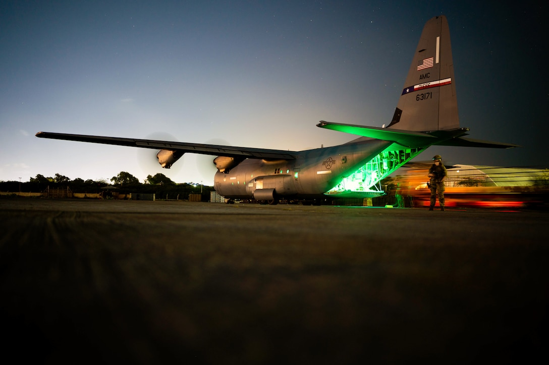 75th EAS Conducts Combat Airlift Mission
