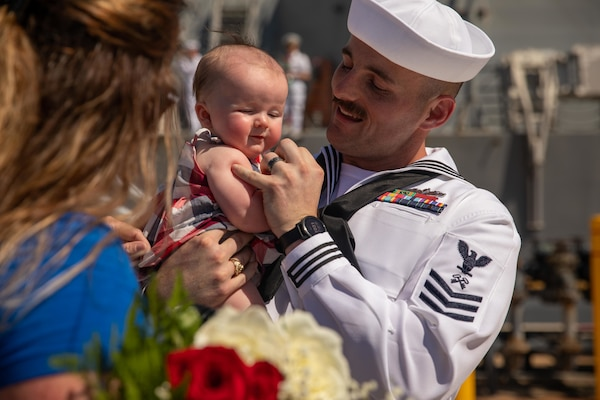 Logistics Specialist 1st Class Patrick Harris, assigned to the Arleigh Burke-class guided-missile destroyer USS Thomas Hudner (DDG 116), meets his newborn daughter for the first time following the ship's return from deployment.