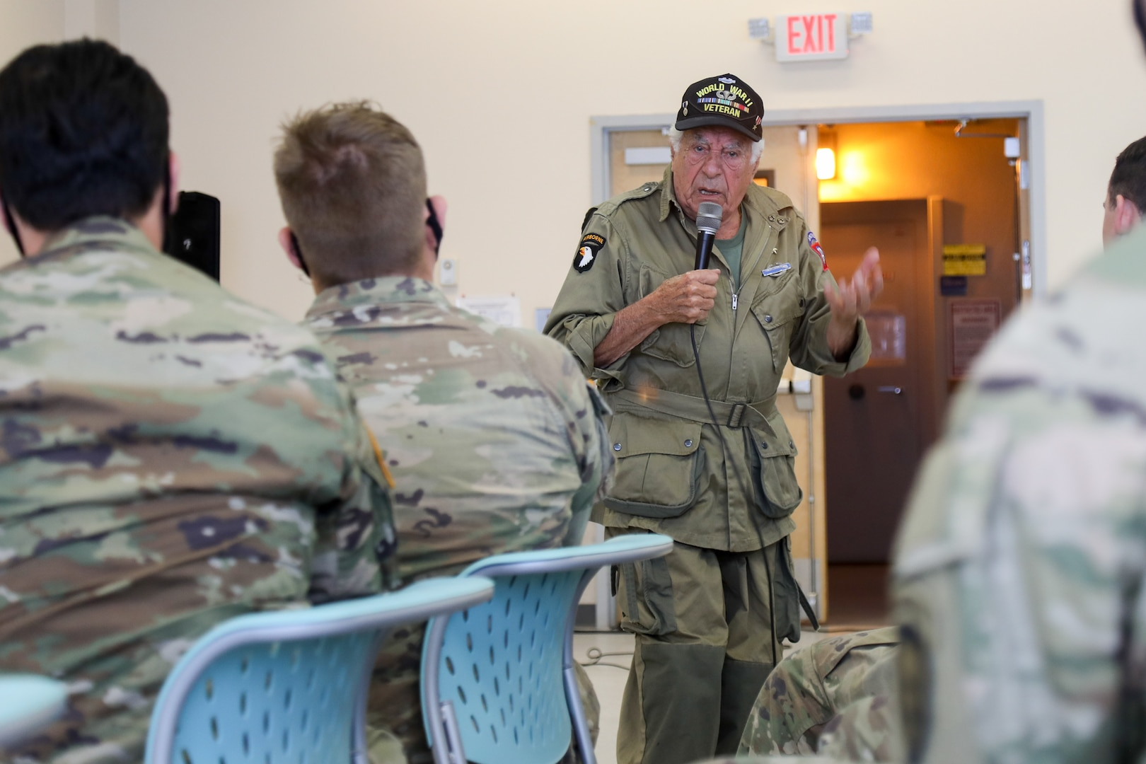 World War II Veteran Visits Alaskan Paratroopers