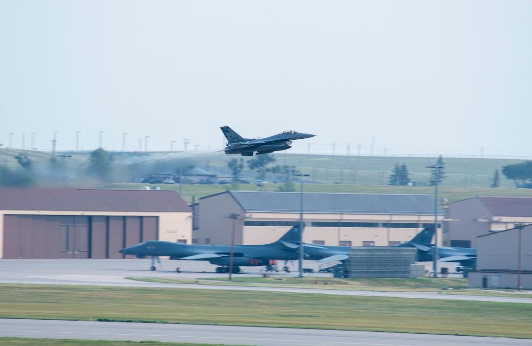 F-16 Fighting Falcon takes off