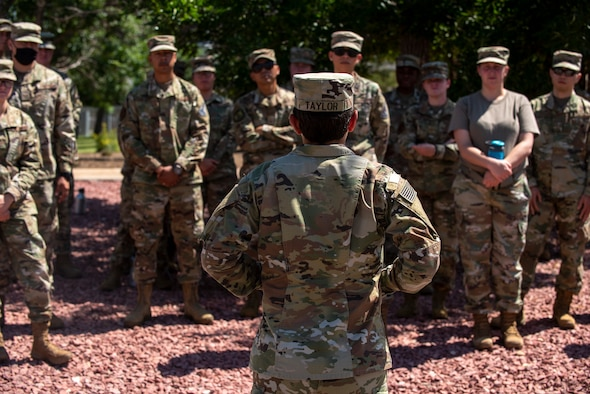 Army Sgt. instructs airmen