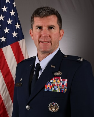Official photo of Colonel Eric Mack.
