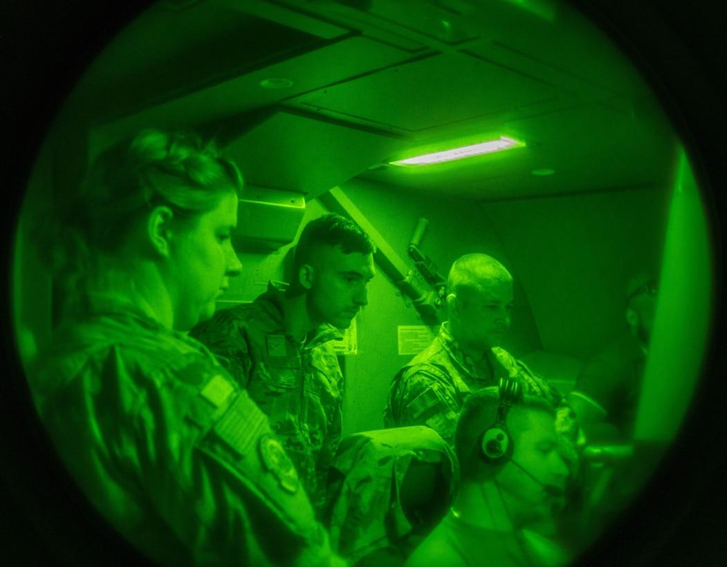 Airmen observe F-16 Fighting Falcon refueling