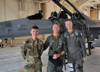 Maj Gen Wills poses with a pilot and maintainer prior to a flight in an F-16 Viper.
