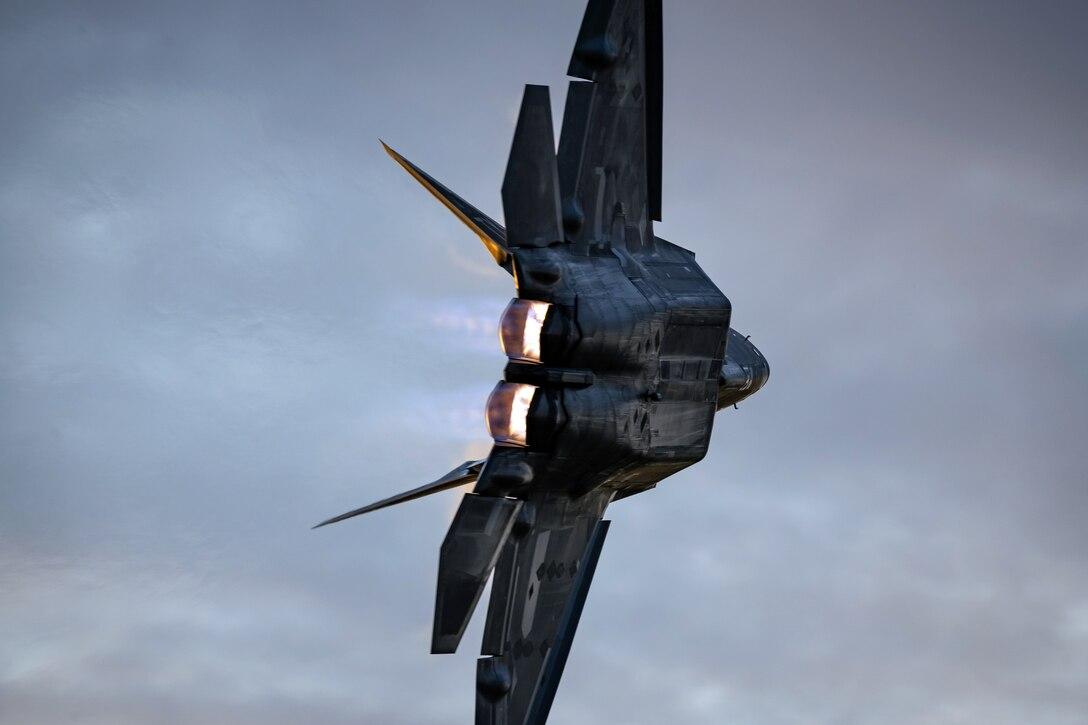 F-22 Raptor flies in Battle Creek Air Show