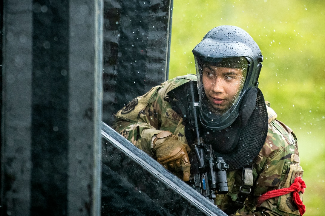 422, 423 SFS come together for Force on Force training