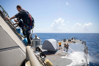USS Sioux City (LCS 11) conducts a freshwater wash down in the Caribbean Sea.