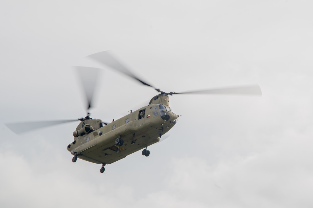 Chinook transports Airmen to training exercise