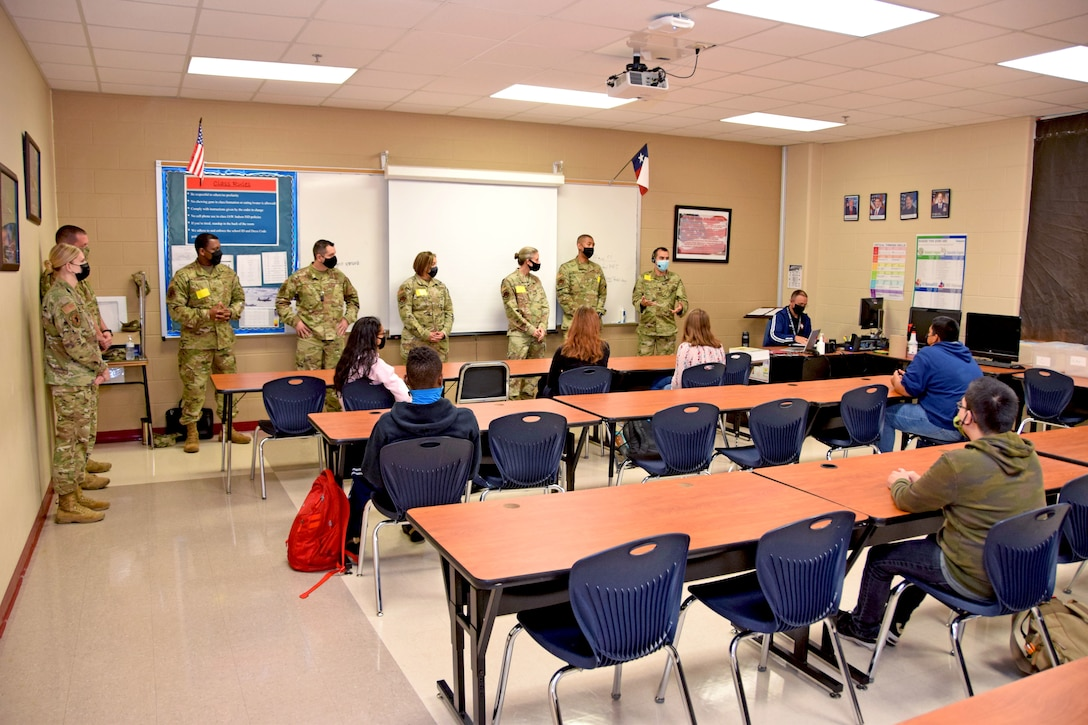 960th Cyberspace Wing Reserve Citizen Airmen speak to Junior Reserve Officer Training Corps students in Judson High School, Converse, Texas, May 19, 2021. (U.S. Air Force photo by Tech. Sgt. Iram Carmona)