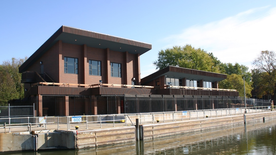 Illinois Waterway Visitor Center at Starved Rock Lock and Dam