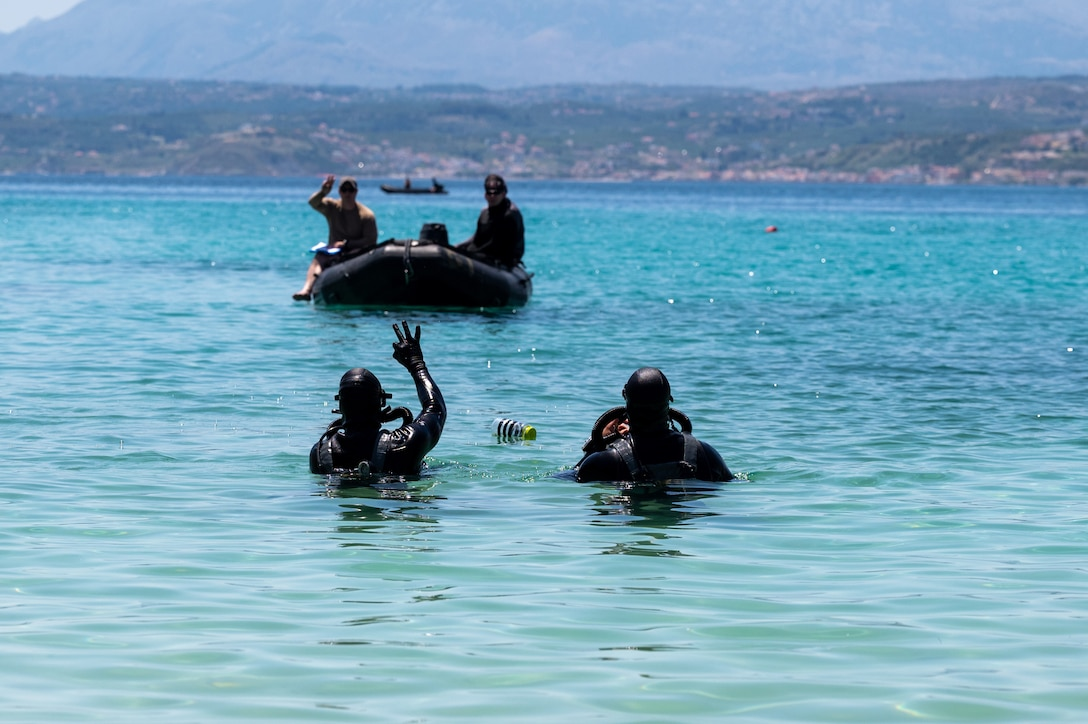 U.S. Navy and Air Force SOF perform joint dive training