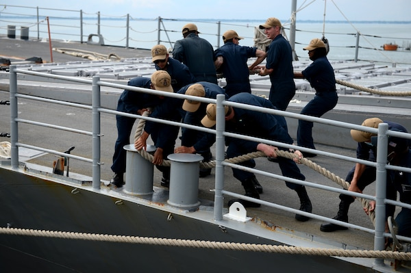 The Ticonderoga class guided-missile cruiser USS Philippine Sea (CG 58) pulls into Naval Station Norfolk, Va.