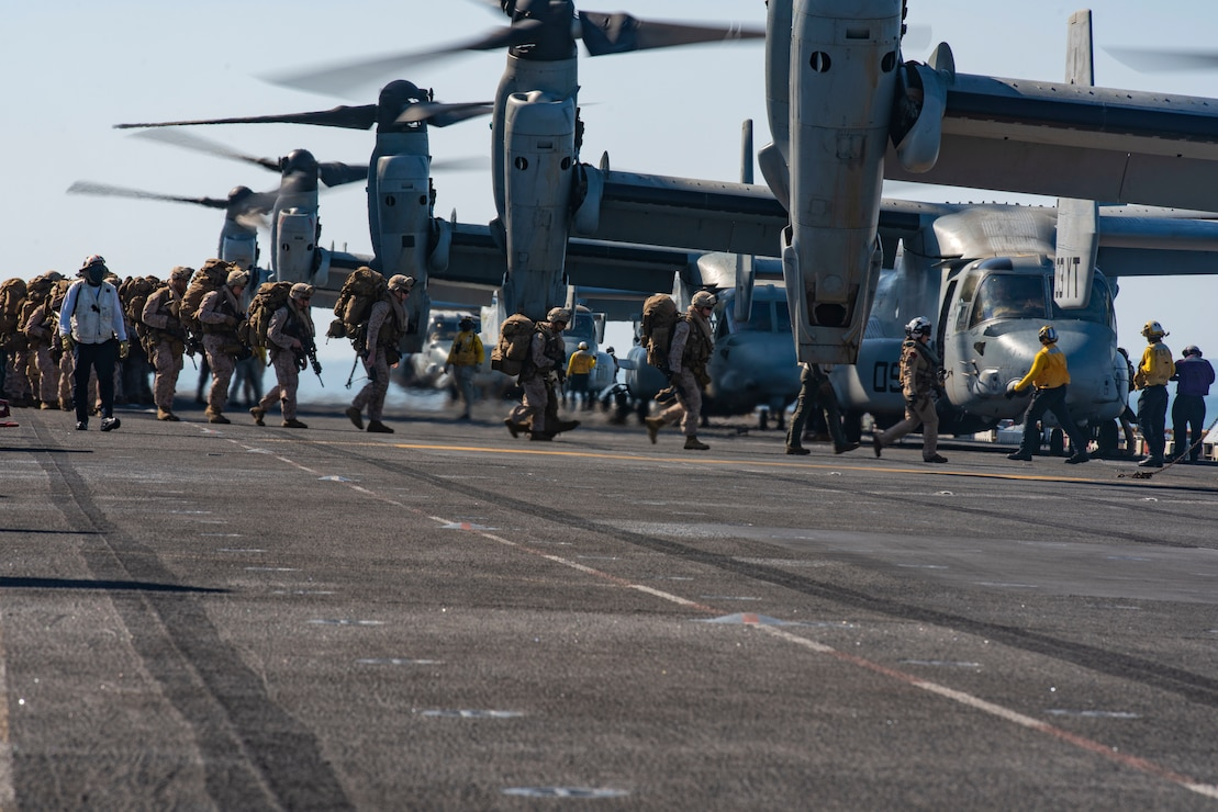 Marines assigned to Charlie Company, Battalion Landing Team 1/4, 15th MEU board an MV-22 Osprey on the flight deck of the amphibious assault ship USS Makin Island (LHD 8).