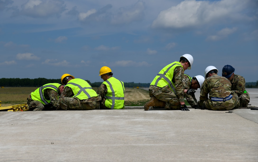 Michigan ANG engineers replace runway arresting systems