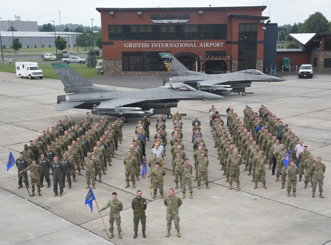 Surprise aircraft makes EADS memorable photograph historic