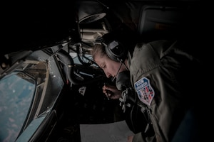 100 ARW Provides Fuel Over the Arctic