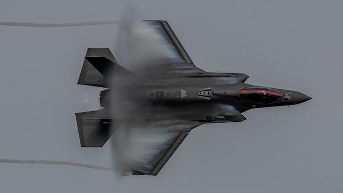 U.S. Air Force F-35A Demonstration Team storms over Deke Slayton Airfest
