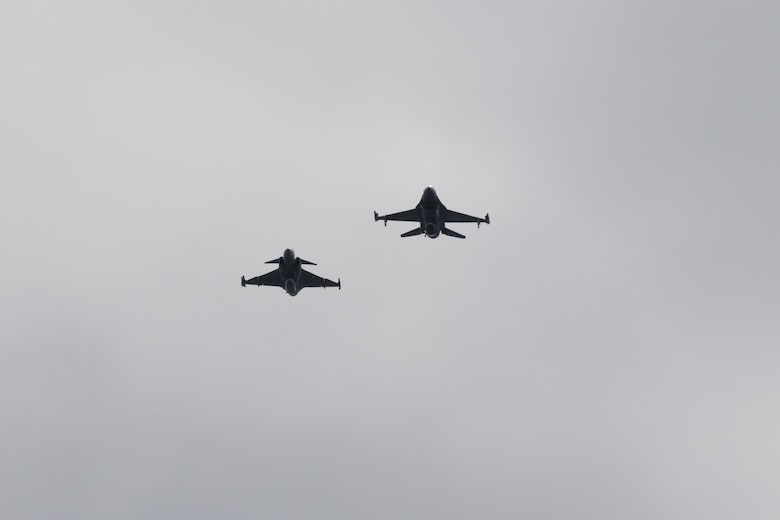 A Swedish air force JAS-39 Gripen, left, flies in formation with a U.S. Air Force F-16 assigned to the 480th Fighter Squadron at Spangdahlem Air Base, Germany, during the Arctic Challenge Exercise 21 training event over Kallax Air Base, Sweden, June 16, 2021. The aim of ACE21 is to exercise and train participating units, from Norway, Sweden, Finland, United Kingdom, Denmark, The Netherlands and Germany in planning, command and control, orchestration and conduct of air operations in the Nordic airspace. (U.S. Air Force photo by Senior Airman Ali Stewart)