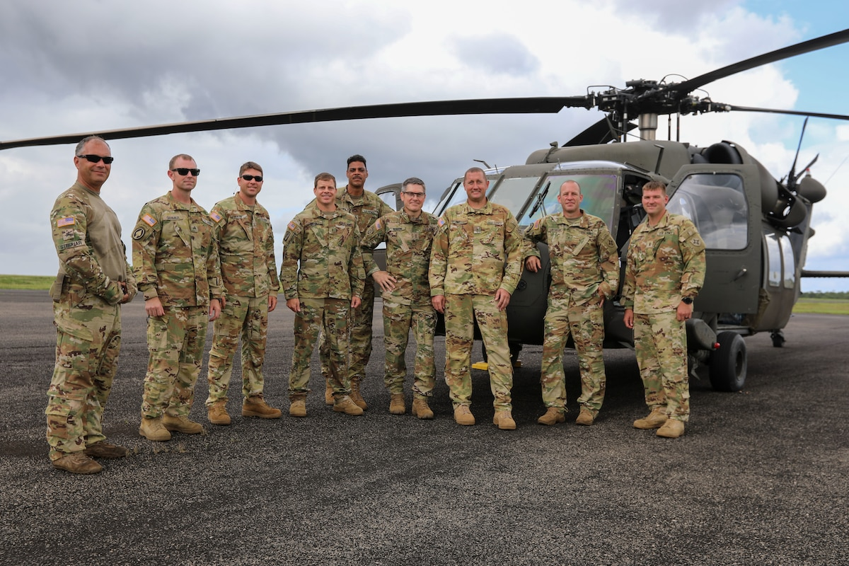 Soldiers from the Florida Army National Guard's Bravo Company, 1-185, Assault Helicopter Battalion, take a group photo.