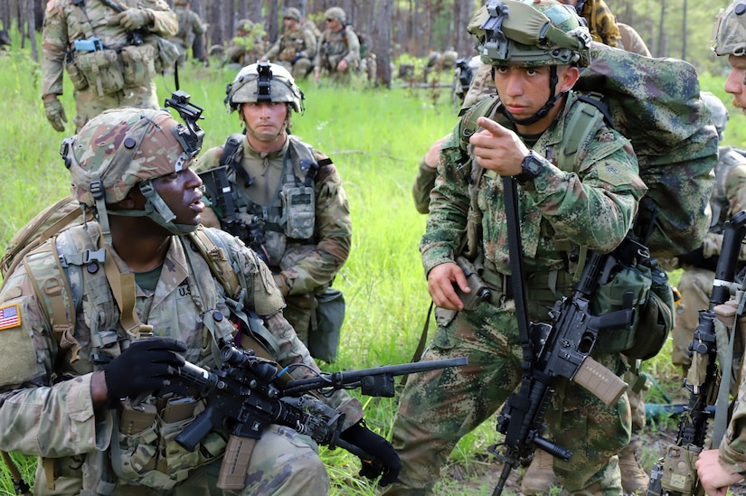 Photo of U.S. Army and Colombian Army soldier.