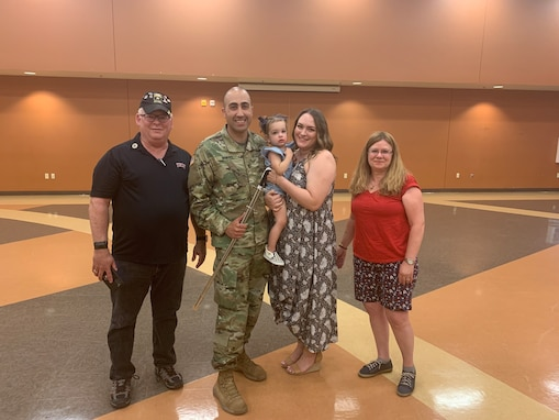 650th Regional Support Group HHC company commander receives leadership award