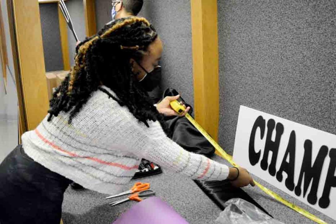 Missouri teen volunteers to be the voice of military children
