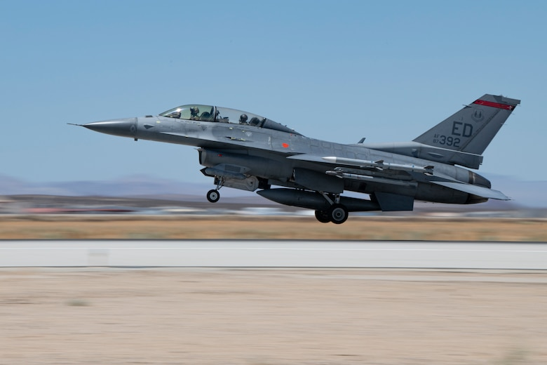 F-16 takes off from Edwards AFB