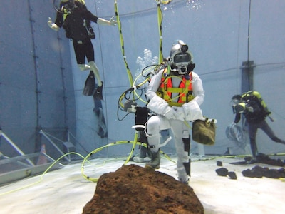 SUPSALV Master Diver NDCM John D. Hopkins testing the DAVD system 40-feet below the surface in NASA's Sonny Carter Training Facility's Neutral Buoyancy Laboratory in Houston, TX.