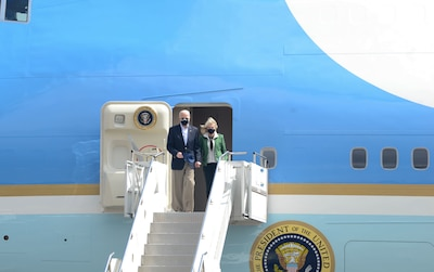 President Biden and the First Lady disembark Air Force 1