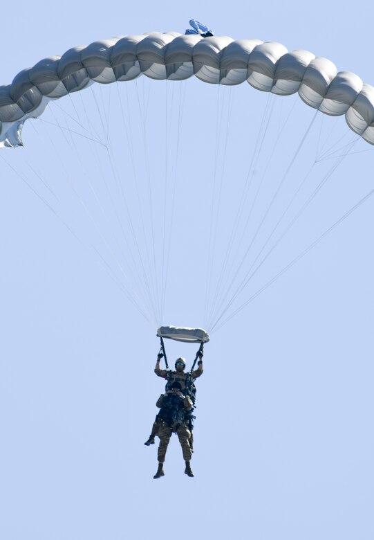 Tandem jump makes wing history