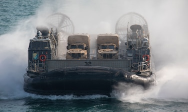 A landing craft, air cushion (LCAC), assigned to Assault Craft Unit (ACU) 5, approaches the well deck of the amphibious assault ship USS Makin Island (LHD 8).