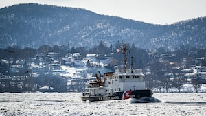 Coast Guard Cutter Penobscot Bay, a 140-foot bay-class icebreaking tug, breaks ice on the Hudson River