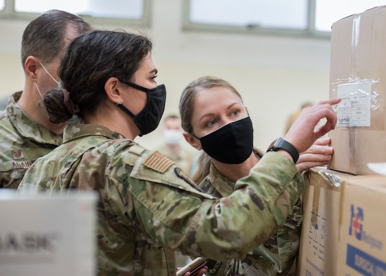 31 FW delivers 70,000 COVID-19 PPE items to local Italian hospitals