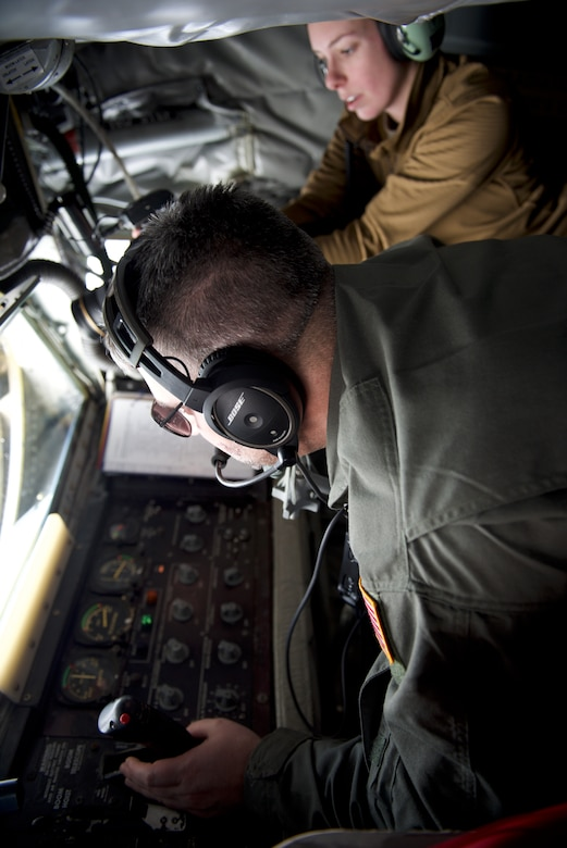 U.S. Air Force Master Sgt. Robert Winovich, a boom operator assigned to the 171st Air Refueling Wing, Pennsylvania Air National Guard, refuels a U.S. Navy E-2D Advanced Hawkeye aircraft assigned to Aircraft Command and Control Squadron (VAW) 126 Seahawks, near the East Coast, Feb. 4, 2021.