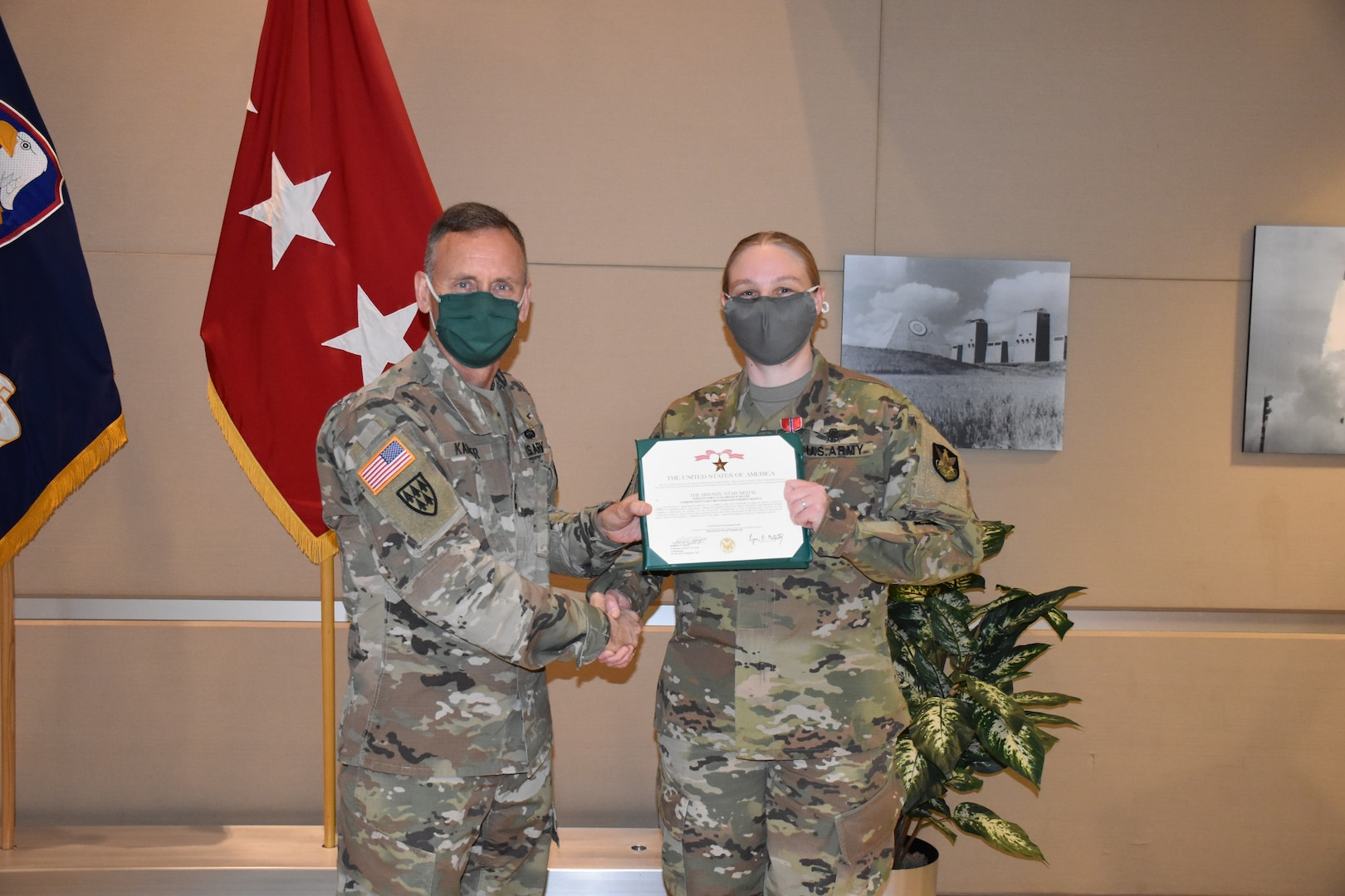 Army sergeant receives award from Army general.