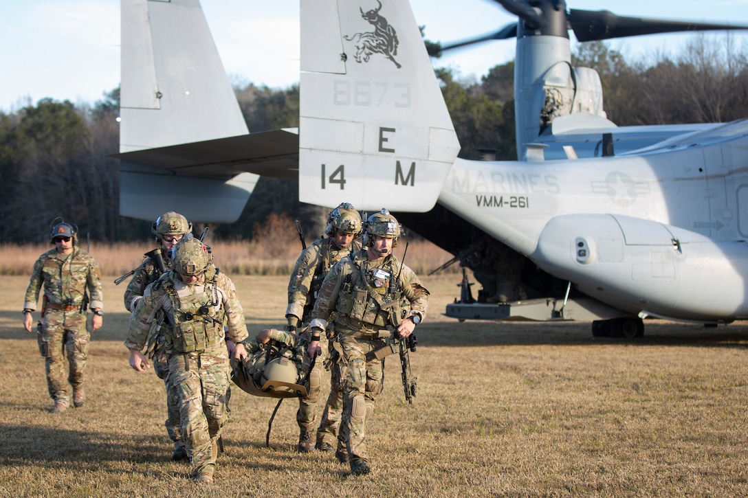 Airmen with the 165th Air Support Operations Squadron (ASOS) disembark a MV-22B Osprey during a casualty evacuation exercise at Hunter Army Airfield in Savannah, Georgia, Dec. 10, 2020. Marines with Marine Medium Tiltrotor Squadron 261 (VMM-261) trained with airmen in shore-based operations in an unfamiliar environment prior to an upcoming deployment in Spring 2021. VMM-261 is a subordinate unit of 2nd Marine Aircraft Wing, the air combat element of II Marine Expeditionary Force. (U.S. Marine Corps photo by Lance Cpl. Yuritzy Gomez)