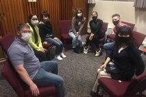 普天間基地にある礼拝堂で3月16日、1年ぶりの英会話クラスが再開され、日米の参加者38人が少人数のグループに分かれ、英語や日本語での会話を楽しみました。
