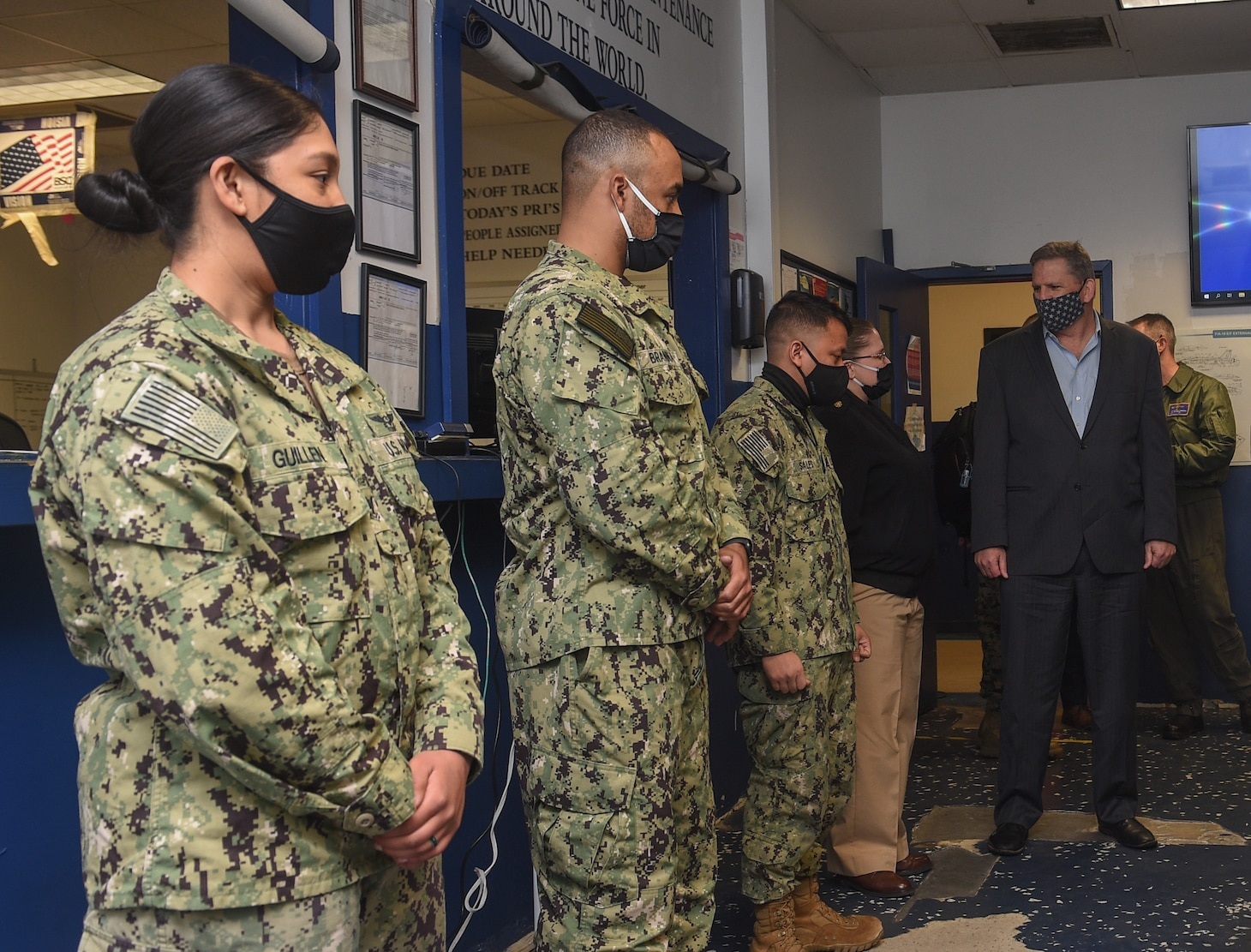 The Honorable James F. Geurts, currently performing the duties of Under Secretary of the Navy, meets with Sailors of the maintenance department of Strike Fighter Squadron (VFA) 106.