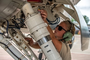 U.S. Air Force Senior Airman Catherine Moses, a crew chief assigned to the Ohio National Guard's 180th Fighter Wing, prepares an F-16 Fighting Falcon for launch at the 180FW in Swanton, Ohio, July 30, 2020.