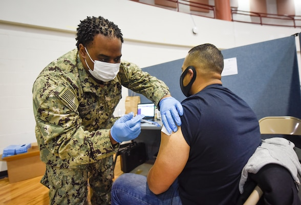 MCPON Smith visits Sailors supporting Community Vaccination Center at York College in Jamaica, Queens, NY.